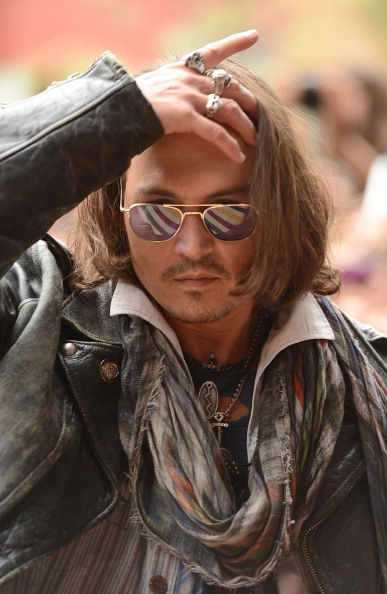 Johnny-depp-con-occhiali-da-sole